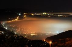 Trieste di sera con la nebbia, dall'altipiano - Foto - Il Piccolo