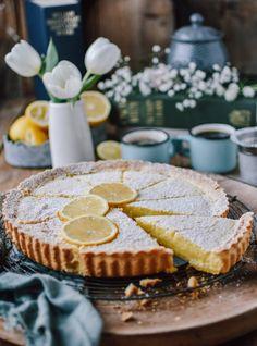 Zitronen-Buttermilch-Shortbread-Tarte: Frühlingsgefühle ⋆ Knusperstübchen Little Cakes, Shortbread Cake, Food And Drink, Pie, Sweet Bakery, Snacks, Cookies, Baking, Desserts