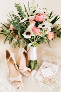 blush and white wedding bouquet idea