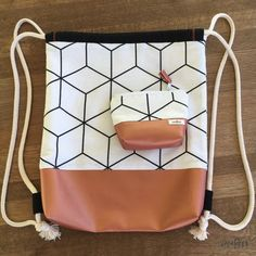 Sew gym bag – free sewing patterns and instructions – crearesa. Sewing Projects For Beginners, Sewing Tutorials, Sewing Hacks, Sewing Tips, Bag Sewing, Sewing Patterns Free, Free Sewing, Pattern Sewing, Free Pattern