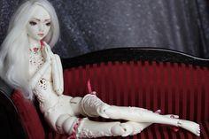 Marmite Sue Angel Egg doll -resin