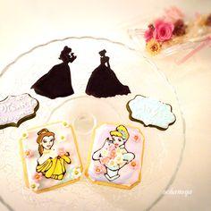 For my little niece princesses... The name cookies are made of matcha/green tea.   可愛い姪っ子プリンセスたちへ♡お年玉に添えて渡します。喜んでくれるかな… *ネームプレートは、抹茶クッキーです。  #disney #decoratedcookies #princess #sugarcookies #royalicing #matchaholic #matchacookies #アイシングクッキー教室 #matchagreentea #アイシングクッキーレッスン #matcha #greentea #抹茶 #ディズニー #アイシング #アイシングクッキー #シュガークラフト #クッキー #foodstagram #disneyprincess #beautyandbeast #プリンセス #matchalover #kawaii #customsweets #美女と野獣  #cookiefun #cookieart #シンデレラ #cinderella #ochanoya