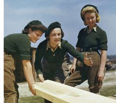 Land Army girls being taught to saw wood at the Women's Timber Corps training camp at Culford in Suffolk. by Official photographer. Dig For Victory, Ww2 Women, Women's Land Army, Land Girls, War Photography, Yesterday And Today, Working Woman, Women In History, World War Two