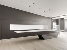 Garcia Tamjidi Architecture Design has recently completed the expansion of Index Ventures' San Francisco offices. Modern Reception Desk, Reception Desk Design, Reception Counter, Lobby Design, Küchen Design, House Design, Corporate Interiors, Office Interiors, Architecture Design