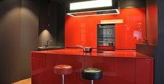 Designerküche, Valcucine, Ferrari, rot, rote Küche, Glas, Acryl, Dunstabzugshaube, schnittig, luxuriös, Luxus, elegant, hochwertig, Dross & Schaffer, Ludwig 6