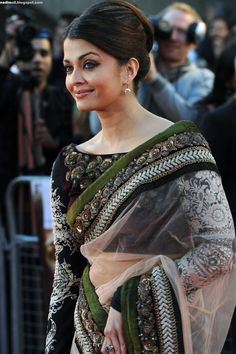 Aishwarya Rai arrives at the World Premiere of Raavan at the BFI Southbank on June 2010 in London, England Actress Aishwarya Rai, Aishwarya Rai Bachchan, Bollywood Actress, Asian Wedding Dress Pakistani, Pakistani Dresses, Aishwarya Rai Pictures, Desi Wear, Beautiful Indian Actress, Girl Photography