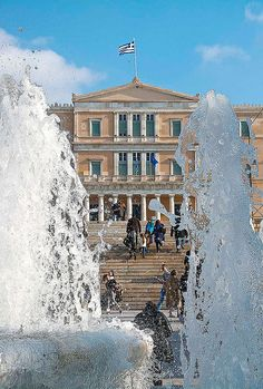 View of the Parliament building from Syntagma square, Athens - Greece My Athens, Athens City, Athens Greece, Parthenon, Acropolis, Mykonos, Cities In Europe, Travel Europe, Europe Holidays