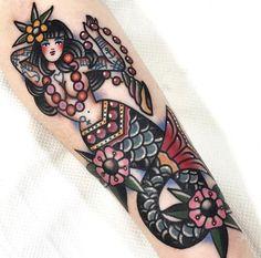 traditional mermaid tattoo Seven Doors Tattoo, Seven Doors Tattoo, London Dani Queipo tattoo Diy Tattoo, Tatoo Art, Tattoo Blog, Tattoo Fonts, Tattoo Quotes, Foot Tattoos, Body Art Tattoos, Sleeve Tattoos, Traditional Mermaid Tattoos