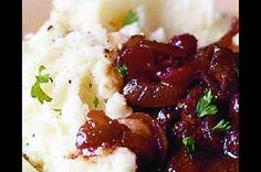 Hovězí na víně s brusinkami   Apetitonline.cz Mashed Potatoes, Beef, Ethnic Recipes, Food, Whipped Potatoes, Meat, Smash Potatoes, Eten, Ox