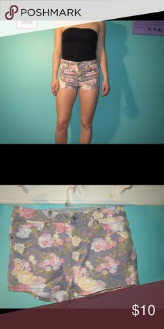 Floral high waisted shorts Pastel floral high waisted shorts. Great condition, very cute H&M Shorts