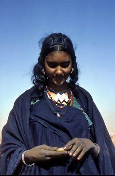 makes my soul smile Cultures Du Monde, World Cultures, African Tribes, African Women, Black Is Beautiful, Beautiful People, Tuareg People, African Culture, African Hairstyles