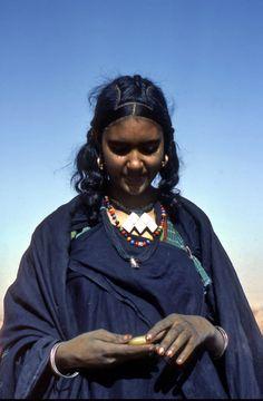 Africa | Tuareg girl.  Hoggar Mountains, southern Algeria | ©Vladimir Tkalčić
