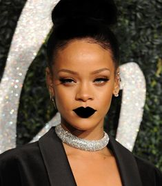 Rihanna Attends Fashion Awards Ceremony with Stella McCartney& Signed Jacket Rihanna Show, Mode Rihanna, Rihanna Looks, Rihanna Riri, Rihanna Style, Rihanna Lipstick, Rihanna 2014, Rihanna Fashion, Kylie Jenner