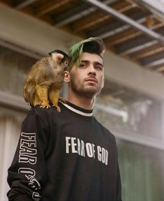 Dont ship ZIAM but see this ZAYN wearing fear of god sweatshirt and Liam was wearing fear of god jacked in get low street video Correct me if I am wrong Liam Payne, Louis Tomlinson, Zayn Malik Fotos, Harry Styles, Zayn Malik Style, Zayn Mallik, Ex One Direction, X Factor, Wattpad