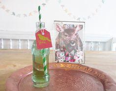 Gezonde traktatie voor kinderen: gerecyclede limonadeflesjes met gratis download voor naamlabels. #pieceofmake
