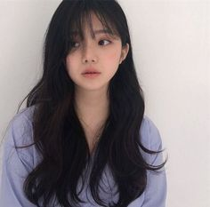 45 The Most Beautiful and Elegant Hairstyles for Curly Hair with Bangs is part of Ulzzang hair - Having a bang hairstyle is a good choice for women who want to have a sexy and attractive appearance These styles give women and men… Korean Hairstyle Long, Korean Long Hair, Hair Korean Style, Ulzzang Hairstyle, Asian Short Hair, Teen Girl Hairstyles, Hairstyles With Bangs, Easy Hairstyles, Korean Hairstyles Women