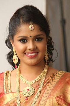 Traditional Southern Indian bride wearing bridal silk saree and jewellery. Reception look. Makeup and hairstyle by Swank Studio. #BridalSareeBlouse #SariBlouseDesign  Silk kanchipuram sari. Tamil bride. Telugu bride. Kannada bride. Hindu bride. Malayalee bride  Find us at https://www.facebook.com/SwankStudioBangalore