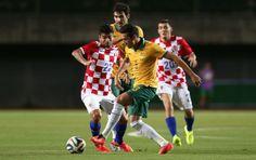 Jason Davidson, da Austrália, em ação diante da Croácia: derrota por 1 a 0 em Salvador (Foto: Getty Images)