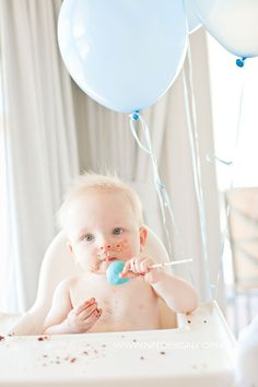 Baby birthday photos-that-are-awesome First Birthday Pictures, Boy First Birthday, First Birthday Parties, First Birthdays, Birthday Ideas, Baby Portraits, Party Guests, Baby Pictures, Baby Love