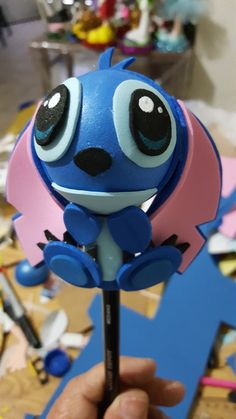 Fofupluma stich Foam Crafts, Arts And Crafts, Cute Pens, Pencil Toppers, Little Stitch, Minions, Dolls, Ornaments, Kids