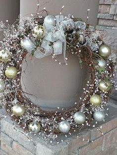 Gorgeous Christmas wreath...and there's a tutorial