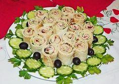 Reteta culinara Aperitiv rulouri din lipie umplute din categoria Aperitive / Garnituri. Cum sa faci Aperitiv rulouri din lipie umplute Sushi, Salads, Ethnic Recipes, Food, Art, Essen, Meals, Yemek, Salad