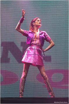 Violetta en Vivo!! Hermosa!! Jejeje!!! Q caraa!! ♡♡ Lindaa!! ♡♡ @TiniStoesel♡♡