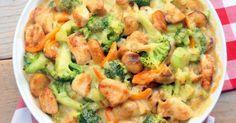 Deze broccoli-ovenschotel met kip, champignons en krieltjes is favoriet. Breng een ruime pan met licht gezouten water aan de kook en voeg de broccoli toe