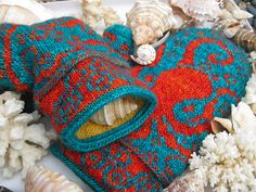 Ravelry: Octopus Mittens pattern by Emily Peters