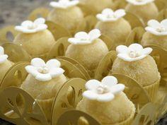 Marzipan Branco Florido | Pequenos Sonhos Doces - Melhores Doces Finos para Casamento em São Paulo