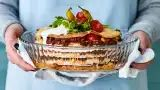 Mehevä ja muhkea tortillalasagne on vastaus kovaan texmex-nälkään. Finnish Recipes, Mango Chicken, Salty Foods, Coconut Curry, Tex Mex, Real Food Recipes, Food Porn, Koti, Pasta