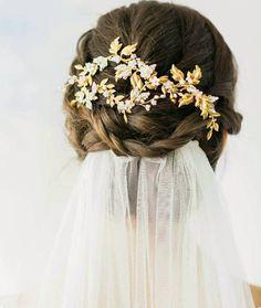 head peice with bridal veil