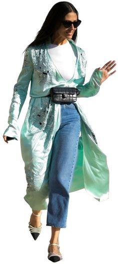 Mom jeans: 90-es évek hullámaival került a képbe A farmer. Mert klasszikus értelemben ebben a fazonban van meg minden, ami egy jó farmerhez kell - magas derék, vastag, strapabíró anyag, középkék árnyalat és laza szabás, tökéletese hossz, nem véletlenül lett ikonikus darab a Levi's 501-es.