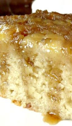 Banana Upside Down Cake ~ Fantastic. The cake is very moist with a punch of banana flavor, but not overwhelming at all. Recettes de cuisine Gâteaux et desserts Cuisine et boissons Cookies et biscuits Cooking recipes Dessert recipes Köstliche Desserts, Delicious Desserts, Yummy Food, Health Desserts, Homemade Desserts, Health Foods, Chocolate Desserts, Chocolate Chips, Health Tips