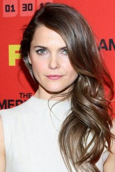 Keri Russell goes for the 50-shades-of-pink (okay, its three, but that didnt sound as punny) look with a rose lipstick, petal blush, and pale eyeshadow. By sweeping the shimmery shadow all over her lid and into the corner of her eyes, it creates a halo effect that optically brightens up her whole eye area. Sneaky, sneaky.