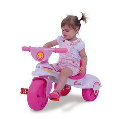 0760.3 - Triciclo Multi Care Girl | Com design retrô baseado em modelos de motos antigas, vem em cores alegres e com adesivos divertidos. O Triciclo Multi Care propicia maior conforto, estabilidade e postura à criança, desenvolvendo a coordenação motora, o equilíbrio e a atenção dos pequenos. | Faixa Etária: De 19 a 36 meses | Medidas: 70,5 cm | Triciclos | Xalingo Brinquedos | Crianças