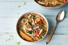 Thai-Nudel-Suppe mit Rinderhack