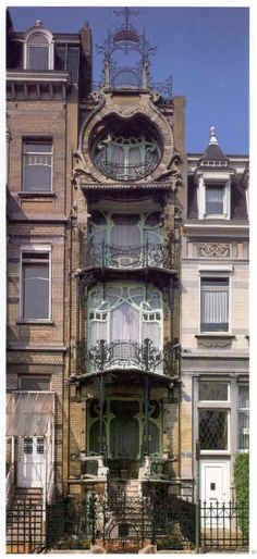 Bruxelles, Maison Saint-Cyr. It was built in 1903 for the painter Georges de Saint-Cyr by architect Gustave Strauven, who was a pupil of the renowned Brussels architect Victor Horta.
