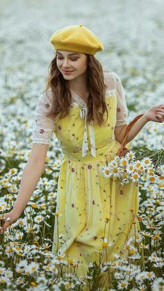 Romantic Photography, Spring Photography, Girl Photography, Canary Yellow Dress, Fashion Art, Vintage Fashion, Romantic Girl, Bohemian Lifestyle, Luxury Lifestyle