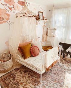 Baby Bedroom, Girls Bedroom, Bedroom Decor, Wall Decor, Little Girl Rooms, New Room, Room Inspiration, Bedroom Wallpaper, Kids Wallpaper