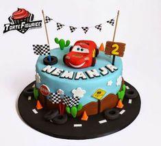 car cake Ideas For Cake Desing For Kids Car Cars Cake Design, Car Cakes For Boys, Car Cake Toppers, Cake Designs For Kids, Car Cake Tutorial, Disney Cars Cake, Cool Birthday Cakes, 2nd Birthday, Pumpkin Spice Cupcakes