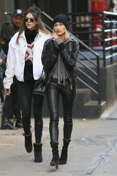 Hailey Baldwin out and about in Tribeca Estilo Hailey Baldwin, Hailey Baldwin Style, Bomber Jacket Outfit, Leather Jacket Outfits, Leather Pants, Fashion 2020, Girl Fashion, Fashion Outfits, All Black Looks
