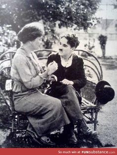 Helen Keller teaching Charlie Chaplin the manual alphabet, 1919 I find this fascinating. One of the greatest stars of the silent film era learning a language from the silent and blind Helen Keller. Charlie Chaplin, Rare Historical Photos, Rare Photos, Women In History, World History, History Pics, Asian History, Modern History, Old Pictures