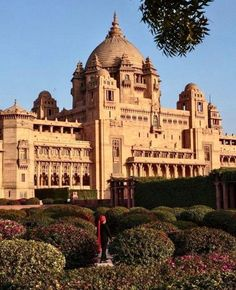 Luxury Hotels That Make For Stunning & SAFE Honeymoon Destinations In India - Witty Vows Honeymoon Essentials, Honeymoon Destinations, Travel Essentials, Best Travel Sites, Best Places To Travel, Umaid Bhawan Palace, Luxury Tents, Luxury Hotels, National Geographic Travel