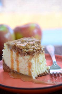 Caramel apple pie cheesecake is a decadent dessert, full of fall flavors. It& a Thanksgiving dessert option that isn& apple pie. Pumpkin Cheesecake Bars, Caramel Apple Cheesecake, Cheesecake Recipes, Caramel Apples, Pie Dessert, Dessert Recipes, Cupcake Recipes, Dessert Ideas, Healthy Vegan Snacks