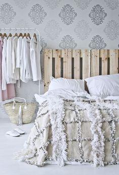 deco chambre adulte d inspiration ethnique chic marocaine avec une tête de  lit en palette f44ac82b7773