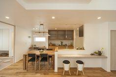 大きなトップライトと壁暖房で温かみのあるお家 Kitchen Sets, New Kitchen, Kitchen Dining, Kitchen Interior, Home Interior Design, Interior Decorating, Simple House, Home And Living, Home Kitchens