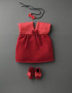 Modèle robe + chaussons noeud layette