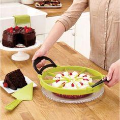 Easy your way in the kitchen. Pie Cutter, Cake Cutters, Cool Kitchen Gadgets, Cool Kitchens, Kitchen Stuff, Kitchen Tips, Cake Slicer, Food Presentation, Kitchen Dining