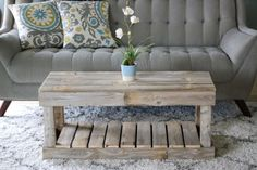 Furniture 2019 Slatted Bottom Coffee Table--White OR Natural Your Guide to Bathroom Planning and Des Bar Outdoor, Outdoor Coffee Tables, Rustic Coffee Tables, Coffee Table Out Of Pallets, Coffee Table Made From Pallets, Diy Coffee Table Plans, Pallet Tables, Small Coffee Table, Wooden Pallet Projects